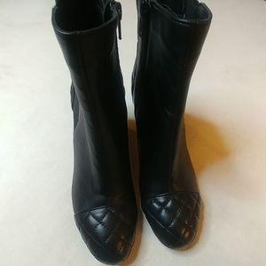 Vaneli Womens Italian black leather ankle boot 6 M